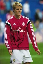 Martin Odegaard signed 12X8 Photo Real Madrid & Noruega AFTAL cert. de autenticidad (1740)