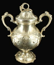 ANTIQUE VICTORIAN NOUVEAU STERLING SILVER URN TROPHY REPOUSSE FLORAL GRAPES 661g