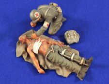 Verlinden 1/35 Wounded US Soldier on Tarpaulin & Medic WWII (2 Fig w/Decal) 2803