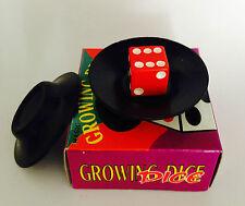 In crescita Dado Trucco Di Magia Un Piccolo dado Misteriosamente Cresce e