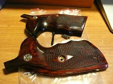 SMITH & WESSON K/L FRAME GRIPS SQUARE BUTT W/ S&W MEDALLIONS ROSEWOOD CHECKERED
