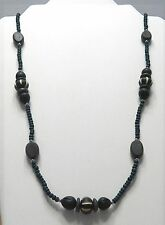 FINE BEADED NECKLACE IN DARK BLUE WOODEN BEADS/SHINY YELLOW GOLD TONE SEPARATORS