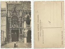 Venezia - Porta della Carta con donna e bambino