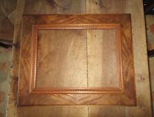 Cadre ancien en bois sculpté parfait état dimensions feuillure : 40,9 x 30,5 cm.