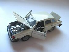 Volvo 240 Typ 244 DL Limousine saloon in creme, Inter-Cars NACORAL in 1:43!