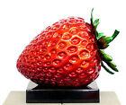 XXL Erdbeere - Moderne Kunst Fiberglasskulptur von Martin Klein