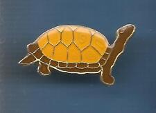 Pin's pin TORTUE MARRON A CARAPACE JAUNE (ref 067)