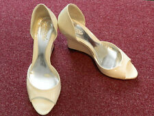 GUCCI IVORY PATENT LEATHER OPEN TOE WEDGES SZ 36-1/2