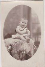 PHOTO ANCIENNE CPA- BEBE RIEUR/ROBE /STUDIO MILLECAMPS/AUCHEL- peau de mouton