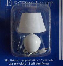 Charmant blanc lampe de table pour la maison de poupées