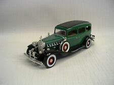 1932 Cadillac Fleetwood Sedan Green 1:32 Die-Cast Signature Model 32365