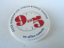 VINTAGE PINBACK BUTTON #102-099 - 9 to 5 MOVIE - DOLLY PARTON - LILY TOMLIN