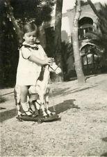 Photo ancienne vintage snapshot fillette little girl cheval de bois jouet 1930