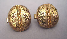 SET OF TWO GREAT VINTAGE BACHELOR STUDS 17 mm X 14 mm GOLD