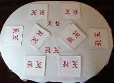 Service de table XIXe damassé à monogramme rouge nappe 170 x 155 + 12 serviettes