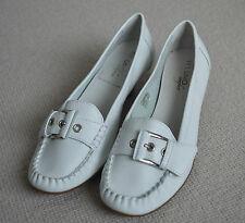 Via Uno White Leather Slip-On Moccasins Loafers. Size EUR41. Kitten Heels.