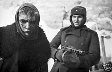"""Russian Soldier With German POW Stalingrad Russia 1943 World War 2, Reprint 6x4"""""""