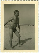 PHOTO ANCIENNE - HOMME PLAGE MER MAILLOT DE BAIN GAY - MAN SEA -Vintage Snapshot