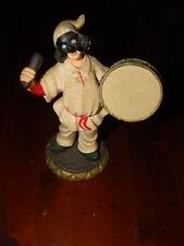 Statuina statuetta Pulcinella suonatore  con tamburo resina cm 12