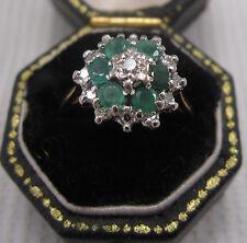 Un precioso vintage Esmeralda & Diamond Cluster anillo de 18 quilates chapado en oro amarillo