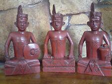 Un conjunto de 3 adornos de madera sólida, oriental, malayo figuras,