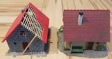 für die Modelleisenbahn oder Slotcar Anlage  -- 2 gebaute Häuser