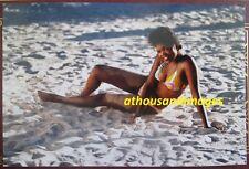 80s Real Photo/Sexy African American Woman In Bikini Sitting In Sand Beach T112