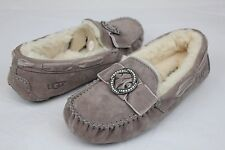 UGG DAKOTA BROOCH SWAROVSKI SUEDE SHEARLING STORMY GREY COLOR SLIPPERS SIZE 5 US