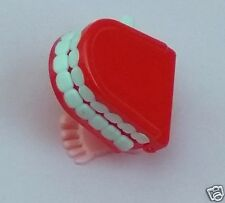 1  Small Wind Up Chattering Walking teeth novelty comedian comedy clown p
