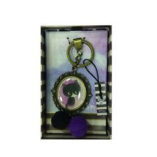 LITTLE MEOW llavero latonado violeta con gato e pom-pom bi-color 13,5 cm