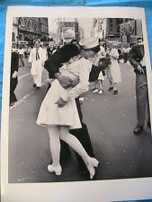 WAR IS OVER! 1945 LOVERS~FAMOUS B&W 8 x 10 GLOSSY PHOTO~gift~frame~scrapbook