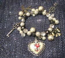 Meraviglioso Bracciale dichiarazione elasticizzato con perline e ciondoli e pendente cuore