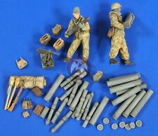 Verlinden 1/35 15cm Nebelwerfer 41 Ammo, Gear and Crew WWII (2 Figures) 2736