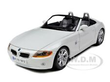 BMW Z4 WHITE 1/24 DIECAST MODEL CAR BY BBURAGO 22002