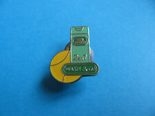 "Vidal Sassoon "" Wash & Go "" Shampoo pin badge. VGC. Enamel. Tennis."