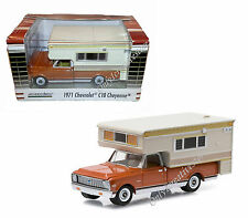 GREENLIGHT Hobby Exclusive 1971 Chevrolet C10 Cheyenne &  Large Camper 1:64