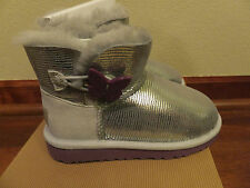 Sz 5 Youth UGG Kids Girls Mini Bailey Button Lizard Silver Shiny Sheepskin Boots