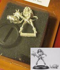 Bombshell BOM10018 Cave Girl (1) Miniature Prehistoric Female Warrior & Lizard