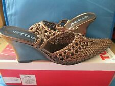 Very pretty bronz To Go ladies shoes size 37 and 38