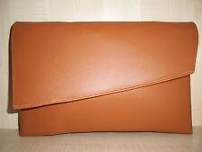 Envolvente tamaño en tan imitación de cuero bolsa de embrague, totalmente forrado BN Hecho en Reino Unido.