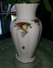 ROYAL ALBERT   OLD COUNTRY ROSES    12 INCHES VASE