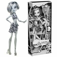 Monster High SKULL SHORES Frankie Stein Special BLACK & WHITE Edition Doll NEW !
