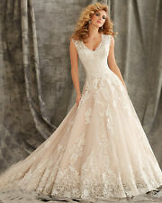 Vintage Noble Ivory V-Neck Wedding Dress Lace Appliques Bridal Gown With Button