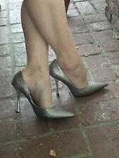 *SiLvER SPaRkLe* NEW Sz 8 Pointy Toe CARRIE Stiletto Heel PUMP GuESS HolidaY