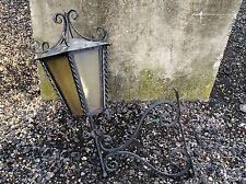 Vecchia LANTERNA in metallo ferro battuto/STAFFA luce parete pannelli di vetro spedisci in tutto il mondo