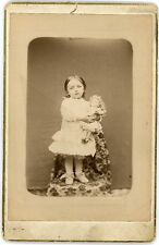 PHOTO Cabinet  une fillette avec sa poupée / Little girl with doll Thizy Raymond