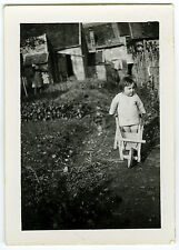 PHOTO ANCIENNE - ENFANT FILLE JOUET JARDIN - CHILD TOY GARDEN - Vintage Snapshot