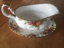 "ROYAL ALBERT 1962 ""OLD COUNTRY ROSES"" GRAVY BOAT & UNDER PLATE SET"