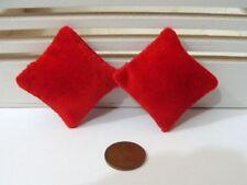 Escala 1:12 Casa De Muñecas 2 X Premium Almohadas Cojines de terciopelo rojo Calidad De Casa De Muñecas