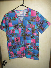 CHEROKEE (FLOWERS,LEAVES,SQUARES) SCRUB TOP SIZE XS (2 POCKETS)